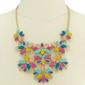 🆕I.N.C. Crystal & Stone Flower Statement Necklace